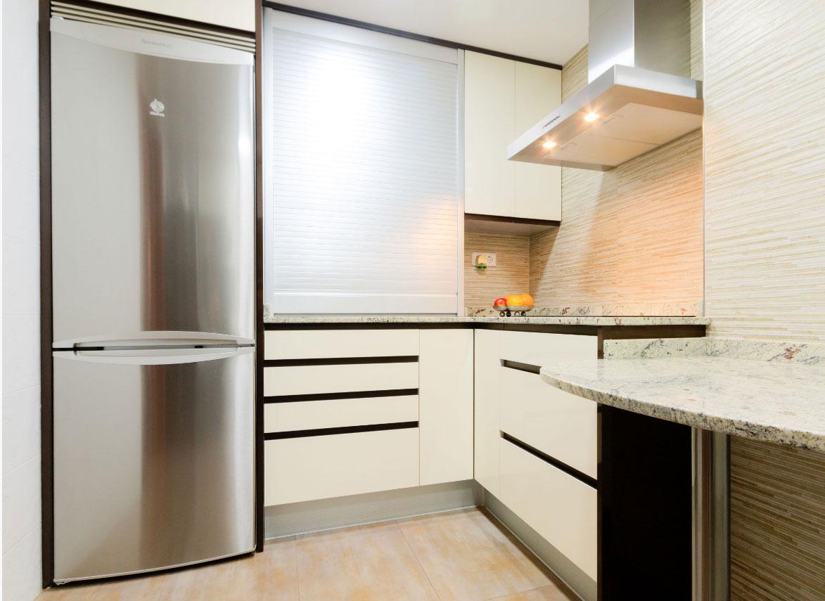 cocina moderna sanvi blanco y marrón