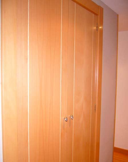 armario empotrado madera pasillo