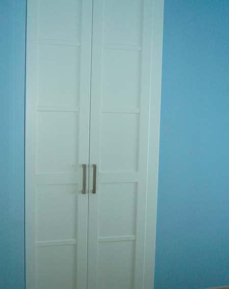 armario empotrado blanco dos puertas pomo metal