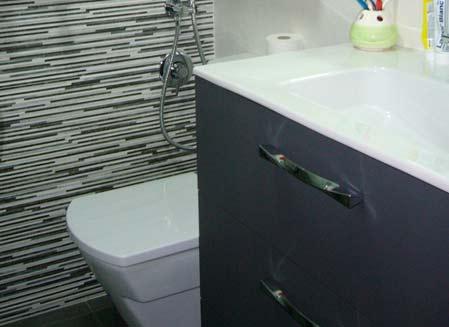 mueble de baño gris oscuro