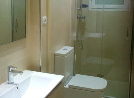 mobiliario de baño blanco