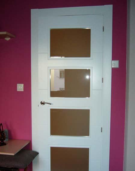 puerta lacada blanca madera blanca con cristal