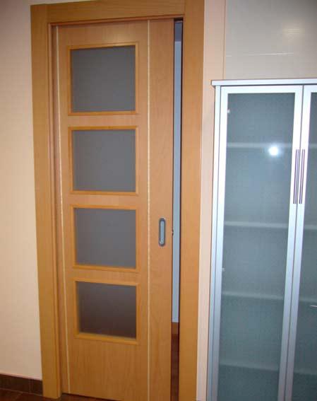 puerta corredera madera y cristal