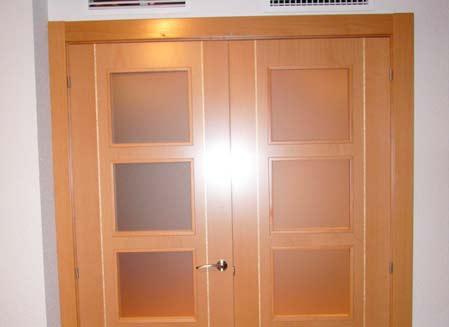 puerta de madera y cristal para piso