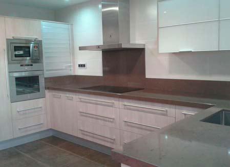 muebles de cocina blanco y gris