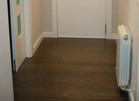 suelo de madera oscura pasillo